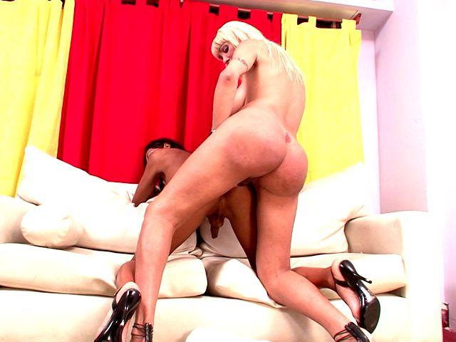 Violetta fucks this big tranny butt
